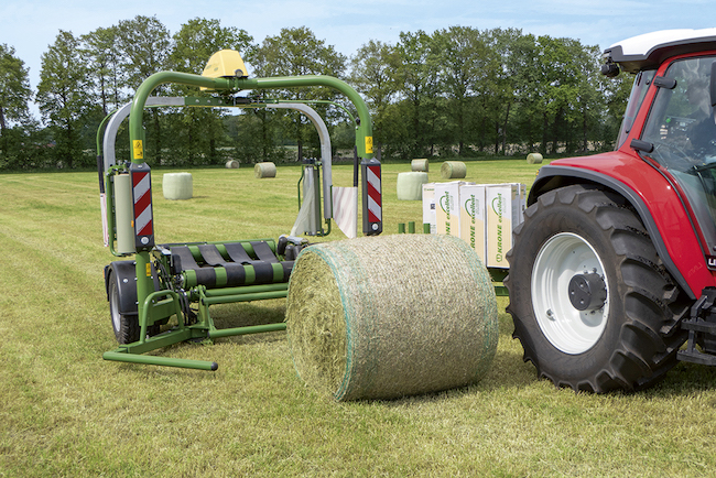 Extremely fast, easy to use and very powerful EasyWrap 165 T from Krone